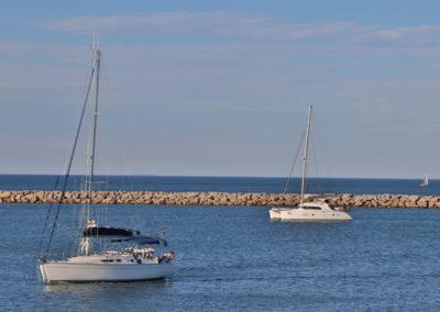 Bateau en mer au port de Gruissan
