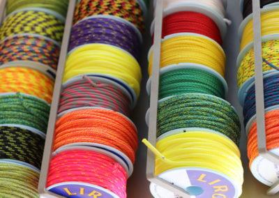 rouleau de corde de toutes les couleurs du magasin nautiland